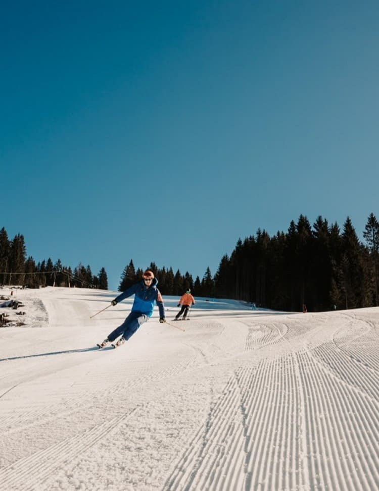 Skiing on perfectly groomed slopes in Ski amadé
